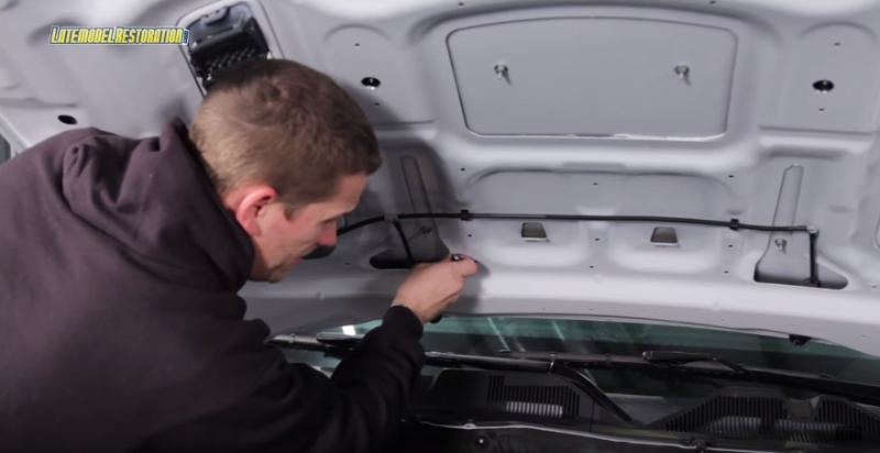 How To Install Roush Mustang Hood Scoop (13-14) - How To Install Roush Mustang Hood Scoop (13-14)